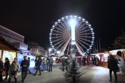 La Grande Roue au milieu du Marché de Noël