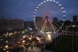 Le Marché et la grande roue illuminés